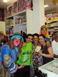 Lourdes e os clientes