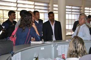 A comissão foi recebida por um assessor do prefeito que ficou de agendar reunião com o chefe do executivo