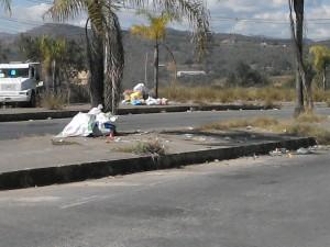 Lixo ainda espalhado pela cidade