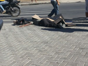 Zé Wilson, comerciante conhecido na cidade, foi atingido pela motocicleta