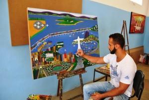 Recuperando pinta um quadro que foi encomendado por um viitante