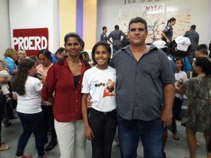 Aluna Mariana com os pais